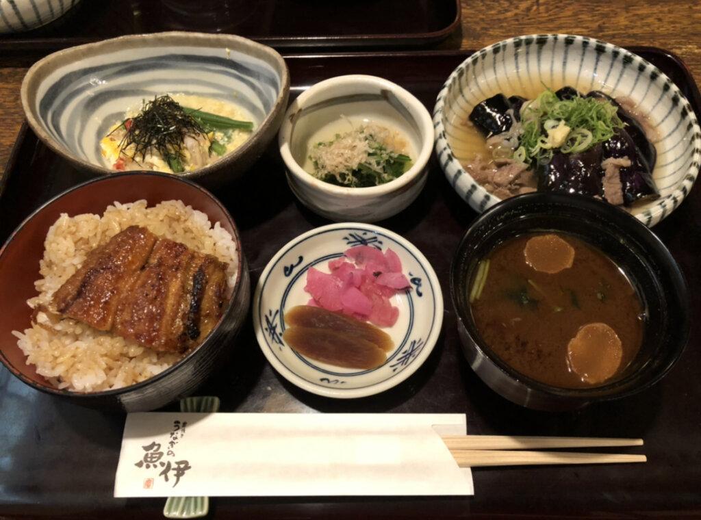 魚伊本店(日替わり定食)(ミニうな重変更)