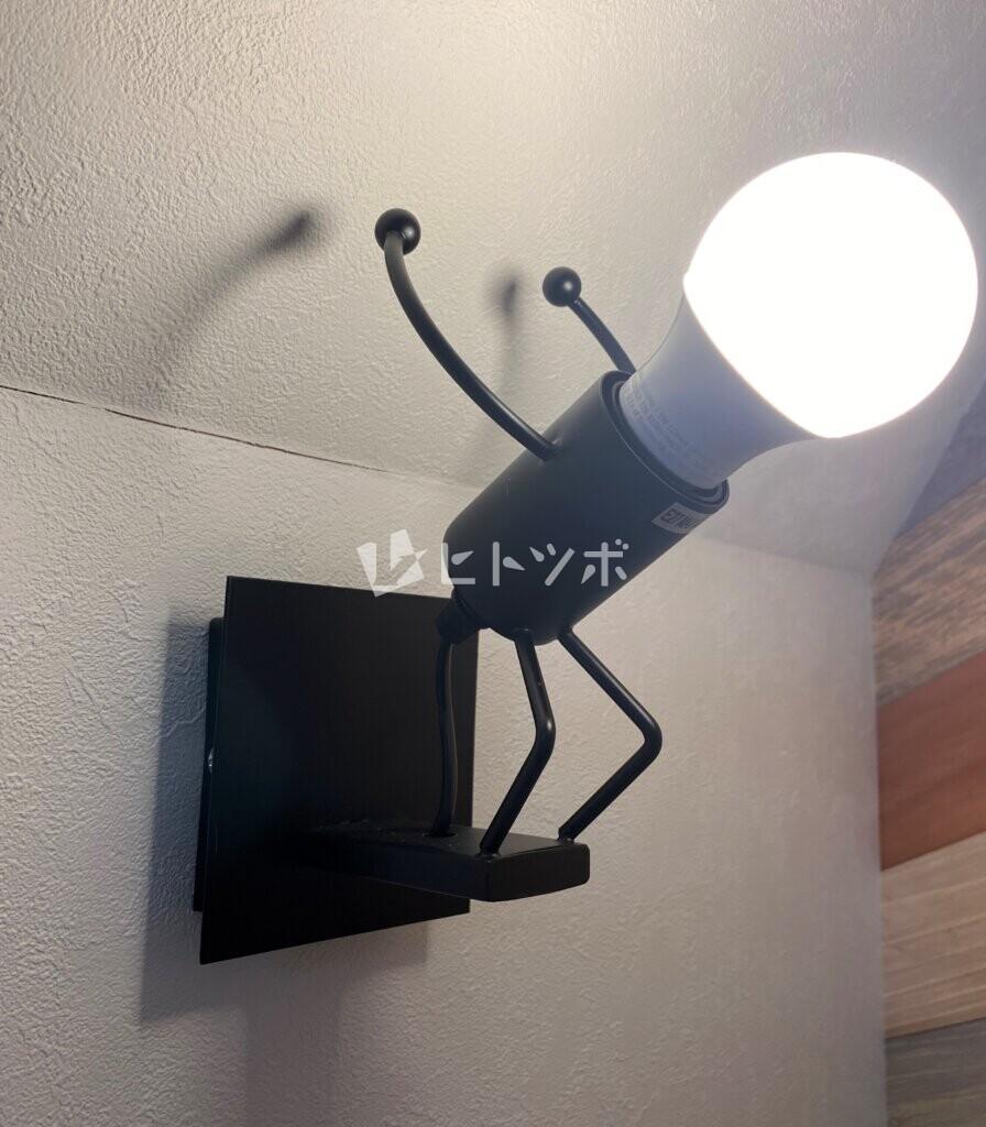 ジャンプする電球